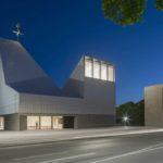 Moderner Kirchenneubau in Poing bei Nacht, Beleuchtung Lunalicht