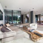 Skulptur aus Holz im Wohnbereich der Villa P, Hendrik Tovar, FFM-Architekten