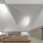 Helle Innenräume bei Kirchenneubau in Poing