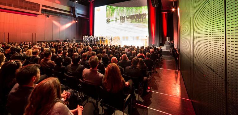 Insgesamt 75 iF gold awards übergab Ralph Wiegmann den glücklichen Gewinnern. Foto: Roman Thomas, Bernd Schönberger, Anna Seibel, BMW AG / Gudrun Muschalla Photography