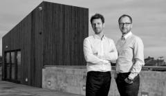 Vor zehn Jahren gründeten Guillaume Avenard (li.) und sein Partner Hervé Schneider Fluor Architecture. Foto: Fluor Architecture über v2com