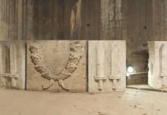 Vom Berliner Unterwelten e.V. in der Ruine des Geschützturms Humboldthain aufgestellte Reliefsteine. Foto: Reiner Janick, 2015 © Sammlung Berliner Unterwelten
