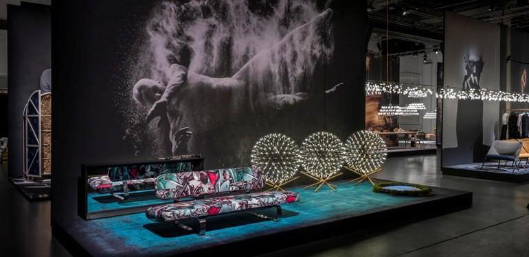 Was wäre die Mailänder Möbelmesse ohne ihre Showroom-Extase? Moooi in der Via Savona 56 ist seit Jahren eine gute Adresse für künstlerische Inszenierungen wie die mit Aufnahmen von Rahi Rezvani. Foto: Andrew Meredith, ©Moooi