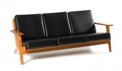 Design aus Skandinavien: Dreiersofa 'GE 290', 1953. Künstler: Hans J. Wegner. Hersteller: Gedsted Getama. Schätzpreis: 2500 – 3500 Euro. Foto: Quittenbaum Kunstauktionen