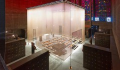 Offenheit und Klarheit bestimmen das Projekt 'Grabeskirche St. Bartholmäus' mit dem arens faulhaber lichtplaner den Deutschen Lichtdesign-Preis in der Kategorie Kulturbauten gewannen. Foto: Dietmar Strauß