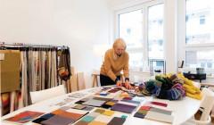 Jasmin Grego bei der Farb- und Materialauswahl für das Hotel Nomad in Zürich. Foto: GREGO