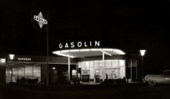 Aufnahme aus dem E-Book 'Karl Hugo Schmölz – Architekturfotografie der Nachkriegszeit': Gasolin-Tankstelle aus dem Jahr 1954. Foto: artbookers.com/Archiv Wim Cox, Köln