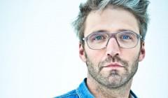 Noé Duchaufour-Lawrance studierte Bildhauerei und gründete 2003 nach einem Möbeldesignstudium sein Studio Neonata. Mittlerweile entwirft er Produkte, Innenarchitektur, Möbel. Foto: LouisTeran & Galerie Thaddaeus Ropac
