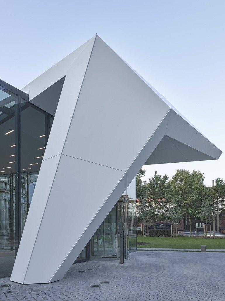 Querkopf Architekten entrée als verbindung schwereloses flugdach querkopf
