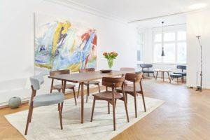 Designer-Stühle mit Esstisch