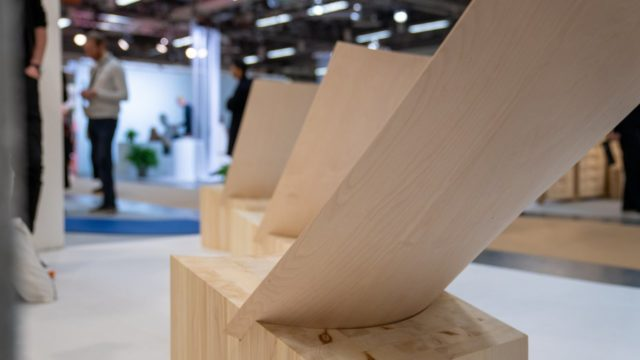 Holzmöbel auf der Stockholmer Möbelmesse