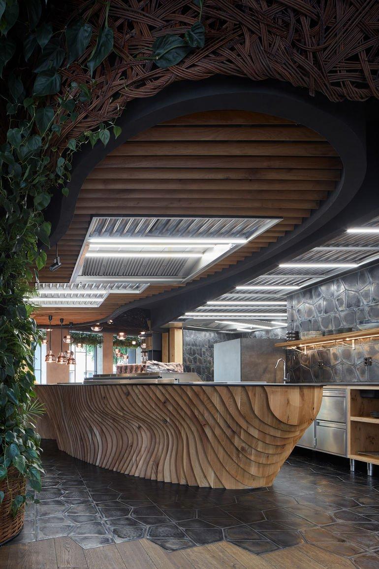Komplits, Steak Restaurant, rauhe Materialien, massive Eiche, Lamellen
