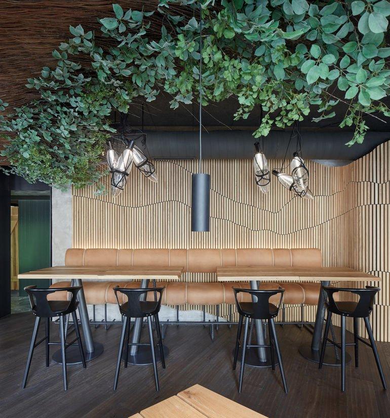 Komplits, Steak Restaurant, massive Eiche, Pflanzen