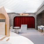 Red_velvet_curtain_stage.jpg