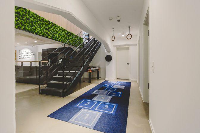 interface arbeitsplatz vor bauhaus kulisse md mag. Black Bedroom Furniture Sets. Home Design Ideas
