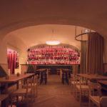Bar mit Vorhang im Café Kandl