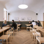 Gastraum in modernem Wiener Kaffeehaus