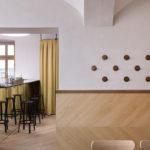 Gastraum in modernem Wiener Kaffeehaus Kandl