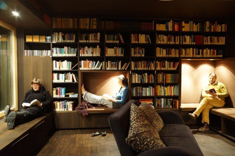 bibliothekabendstimmung2candreapollach.jpg