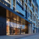 Eingang ins Gebäude der J&T Finance Group.