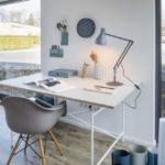 Schreibtisch im Mikrohaus