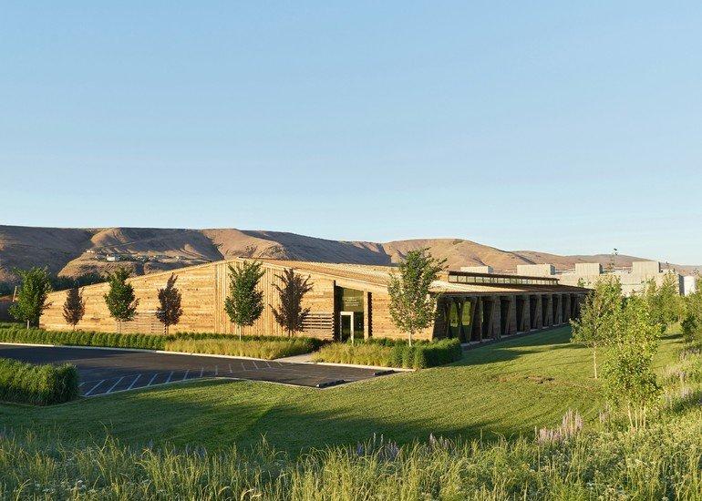 Graham Baba Architects entwarfen für den Obstproduzenten Washington Fruit & Produce Company einen Holzbau mit Gartenhof. Foto: Kevin Scott