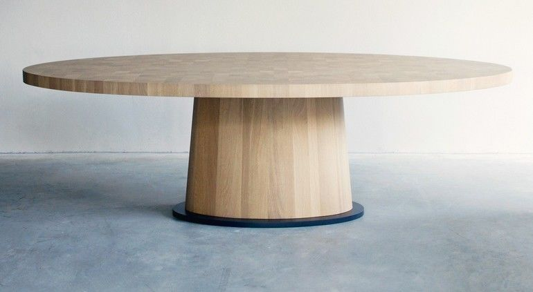 'Kops Dining Table'