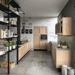 Holzmöbel und Steinböden zählen zu den Küchentrends 2021