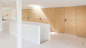 nachhaltige Architektur in einem Wohnraum mit Schrankwänden