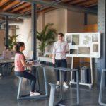 Leichte Büromöbel tragen zur Flexibilität bei.