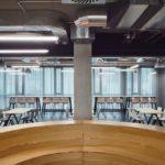 CMC Architects: Die zentrale Multifunktionszone im 'Work Café'.