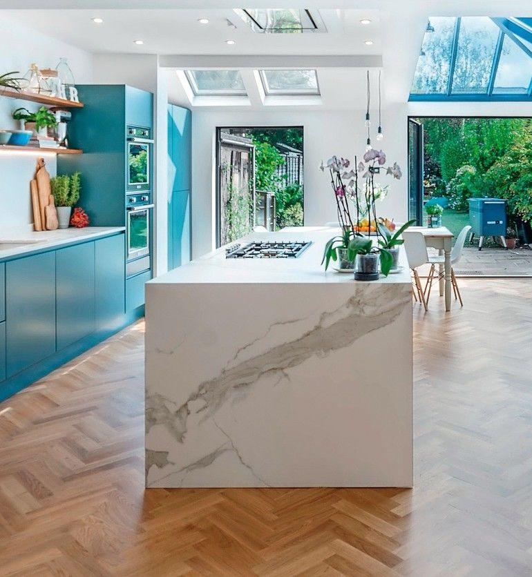 Küchenblock mit Mineralwerkstoff Arbeitsplatte in Marmoroptik