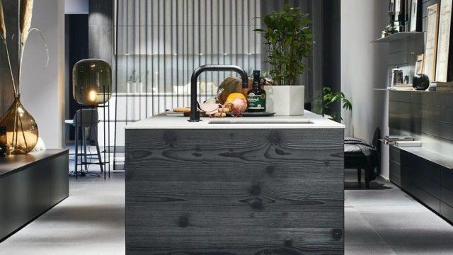 Schwarzer Küchenblock von Poggenpohl, Küchengestaltung
