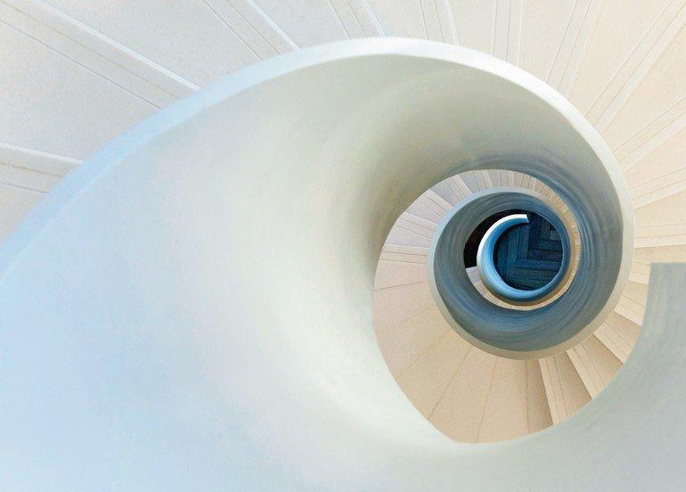 Innentreppe als Raumkunst im Frankfurter Headquarter Hyundai Capital ...