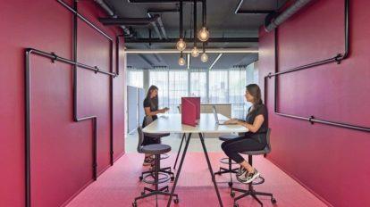 Arbeitsinsel in Multispace mit guter Raumakustik