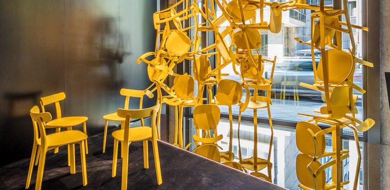 """Die Installation """"Grenzenlos"""" von RitterBauer Architekten, Aschaffenburg im Rahmen der achten Ampelphase im Vitra Showroom in Frankfurt. Foto: Holger Peters ©Vitra"""