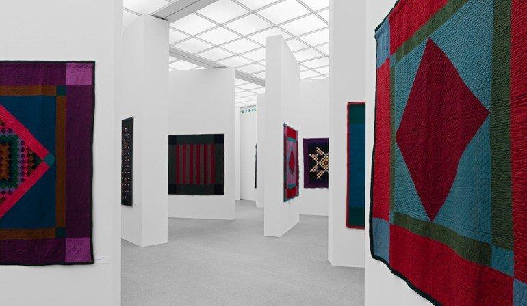 2007: Ein Dichtes Labyrinth Aus Weißen Wänden Provozierte Immer Neue  Blickbeziehungen Beim Betrachten Der Amischen Quilts. Foto: Rainer  Viertlböck