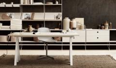 Damals oder heute? Der höhenverstellbare Tisch verortet das Setting eindeutig in der Jetztzeit. Anna von Schewen und Björn Dahlström ergänzten das System um einzelne Komponenten. Fotos: String furniture